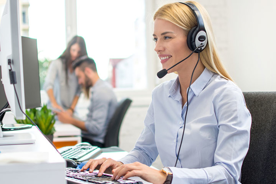 What is a Virtual Receptionist & How Can They Help Your Startup